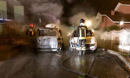Auto incendiate notte di fuoco