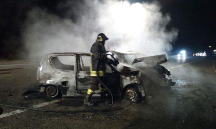 Due auto in fiamme a Fiano