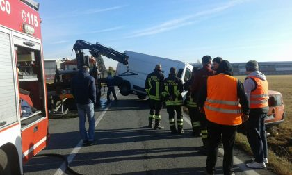 Incidente stradale scontro frontale tra due furgoni