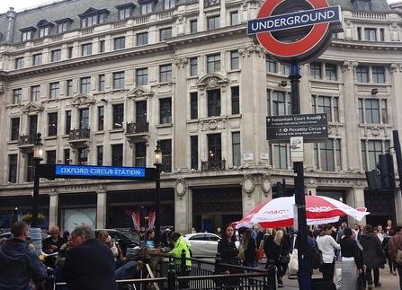 Allarme alla stazione Oxford Circus di Londra: folla in fuga