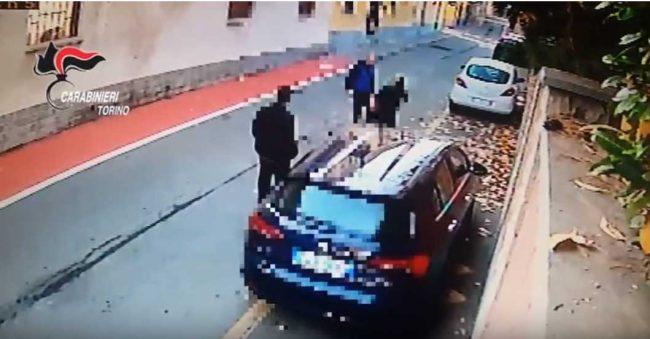 Aggredisce la moglie davanti alla caserma dei CC. Arrestato
