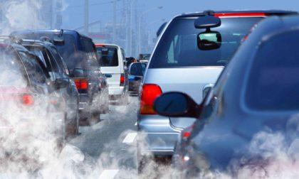 """I blocchi del traffico anti-smog sono superati: arriva la """"scatola nera"""" per le auto inquinanti"""