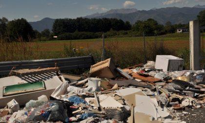 Foto trappola a chi abbandona i rifiuti