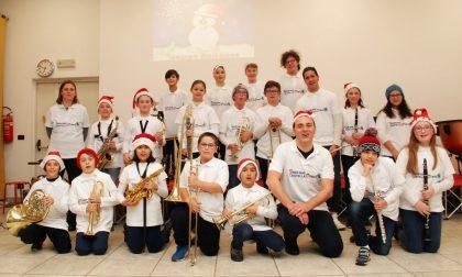 Junior band esibizione natalizia da standing ovation