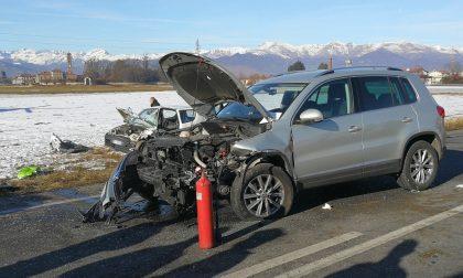 Incidente stradale due persone ferite nel terribile schianto