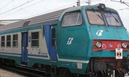 Auto travolta da treno a Torino