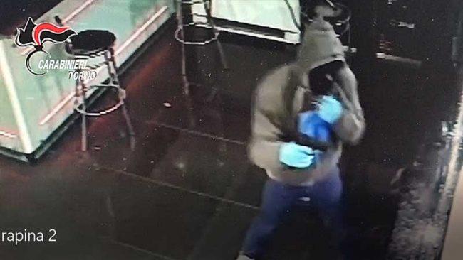 Torino: mamma denuncia il figlio rapinatore e lo fa arrestare