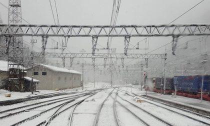 Treni in ritardo causa neve, revocato il blocco della circolazione