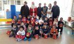 Valperga: Babbo Natale alpino porta gli auguri a scuola