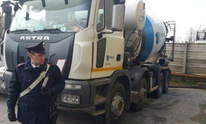 Tenta di investire nomadi nel campo di Collegno con una betoniera, arrestato