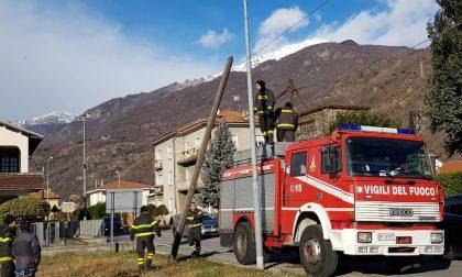 Palo pericolante pompieri intervengono a Borgofranco