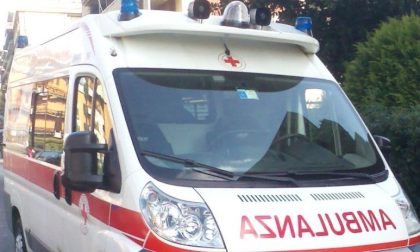 Ruba ambulanza impegnata nel soccorso, fermato dopo inseguimento