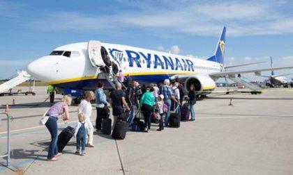 Ryanair bagaglio a mano: solo borse, il trolley va imbarcato