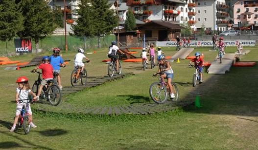 """Scuola di ciclismo per valorizzare il parco """"Unione Europea"""" di Mappano"""