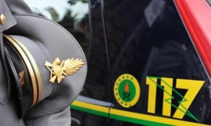 Prodotti contraffatti, cinque persone denunciate dalla guardia di finanza