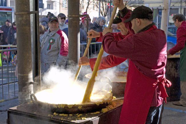 La cucina allo Storico Carnevale di Ivrea fra tradizione e convivialità