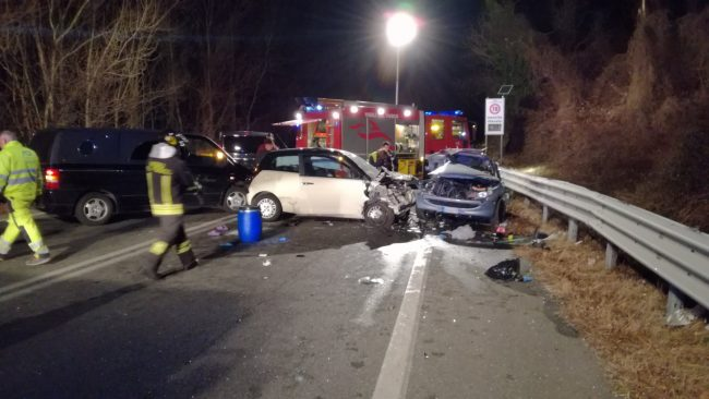 Incidente stradale all'incrocio, paura per due automobilisti