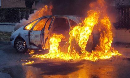 Macchina a fuoco in via Bicocca a Rivarolo