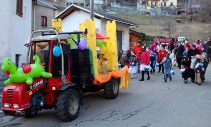 Giovani mamme impegnate per il Carnevale