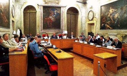Il sindaco li sgrida, i consiglieri seccati abbandonano l'aula