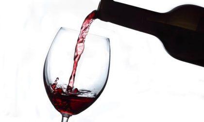 Veleno nel vino del marito, donna denunciata