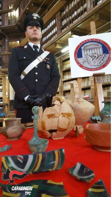 Sequestrato corredo funerario di epoca romana dal valore di 100 mila euro