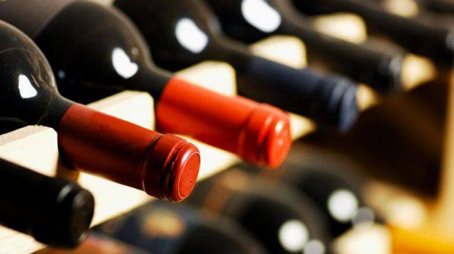 Impazza la truffa del vino, ristoratore gabbato dalla finta signora Ventura