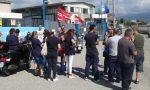 Giovane donna licenziata lavoratori in sciopero alla Costantino