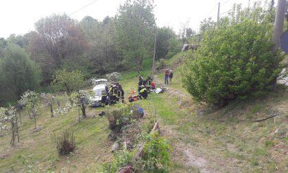 Auto fuori strada in località Ceretto a Cuorgnè
