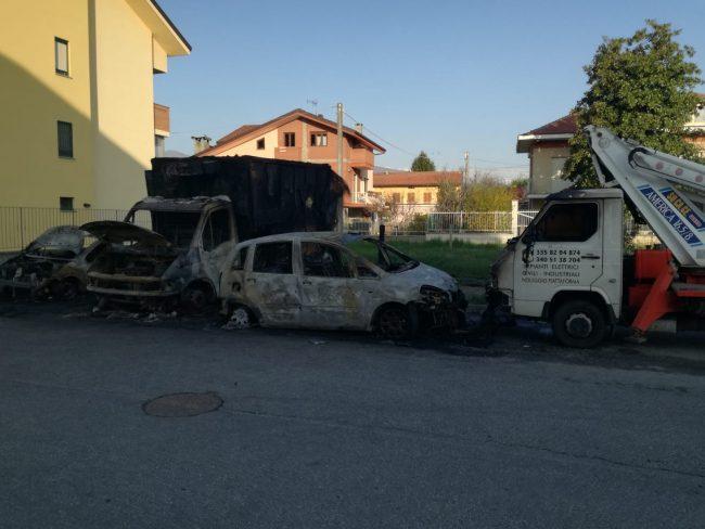 Incendio auto a Ciriè