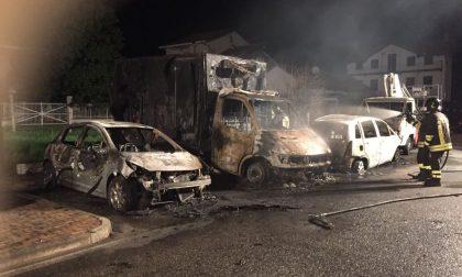 Incendio auto a Ciriè, 4 mezzi a fuoco nella notte