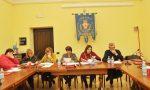 Consiglio in palestra: municipio in ristrutturazione
