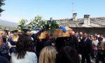 In centinaia per l'addio a Mattia Moro, aveva solo 15 anni | FOTO E VIDEO