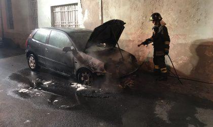 Auto in fiamme a Caselle questa mattina