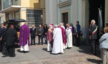 Funerali don Borgialli tanta gente per l'ultimo saluto