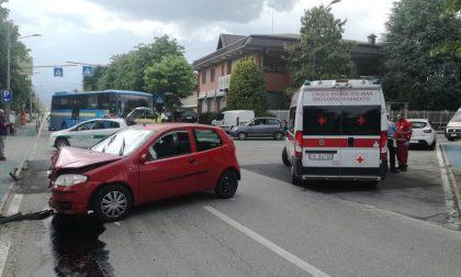 Incidente stradale in via Favria giovane ragazza finisce in ospedale