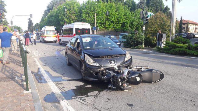 Auto contro moto a Valperga | FOTO e VIDEO