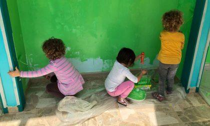 Colorano la scuola maestre, genitori e bambini a Rivarolo | FOTO