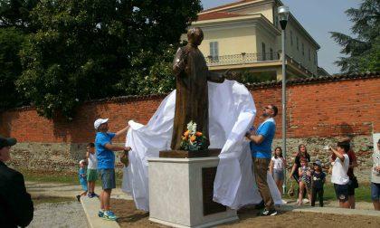 Statua di Don Banche torna al parco di via Garibaldi a Borgaro