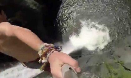 Muore saltando una cascata, aveva 20 anni