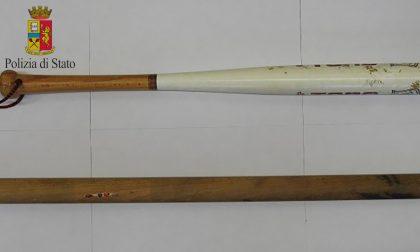 Straniero aggredito con bastoni e mazze da baseball