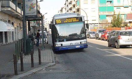 Distribuiva droga alla fermata del bus