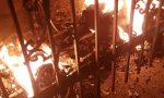Incendio carrozzina disabile, tre intossicati | FOTO
