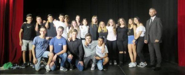 Leini, è andato in scena lo spettacolo scritto e recitato dagli studenti