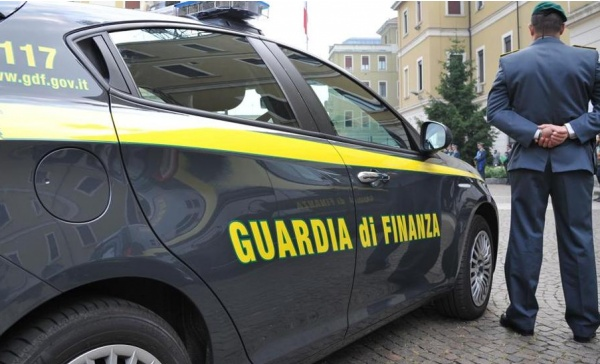 Auto di contrabbando sequestrate dalla finanza