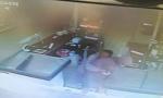 Migrante eroe assunto nella catena di supermercati dove aveva sventato una rapina