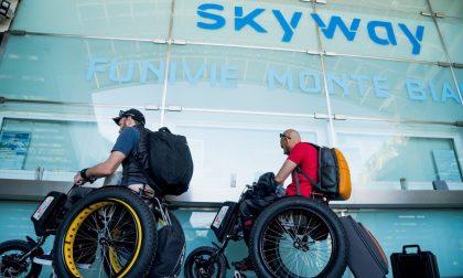 Viaggio Italia, due amici in carrozzina in giro per il mondo per solidarietà | FOTO