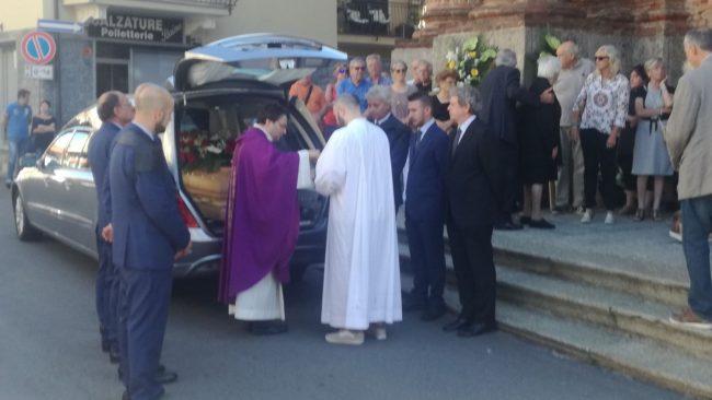 Funerale operaio annegato nel sottopasso di Feletto, una folla commossa