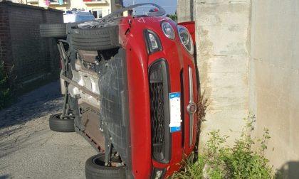 Incidente a Oglianico, auto si ribalta