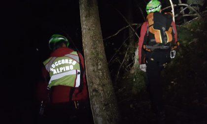 Soccorso alpino e vigili del fuoco in azione a Rueglio, in salvo due cercatori di funghi
